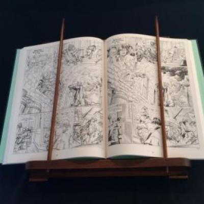 Lutrin croisillons de BD Empher Présentation avec livre